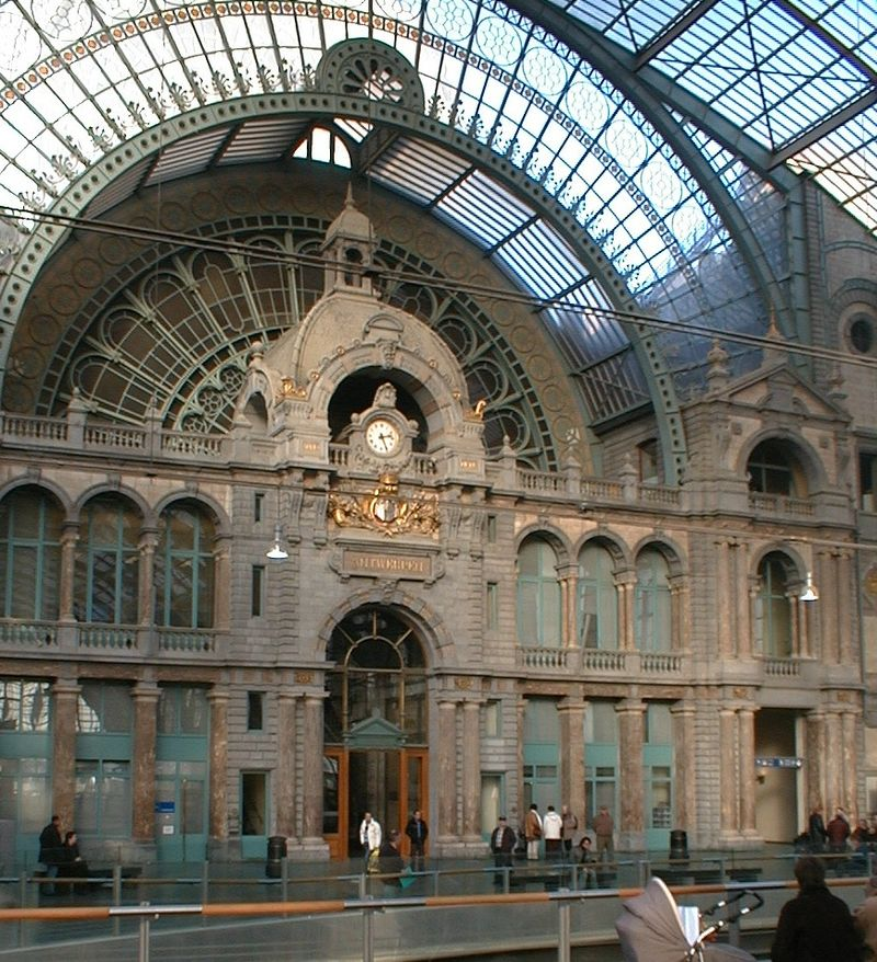 An afternoon meeting in Antwerp Central Station … with obstacles …