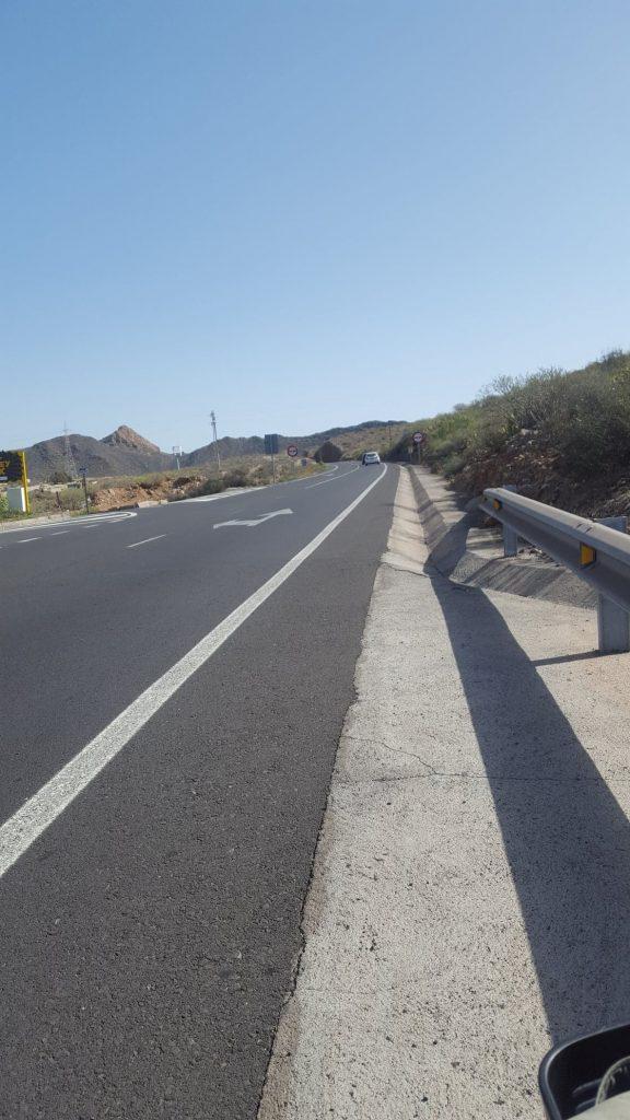 road without sidewalk